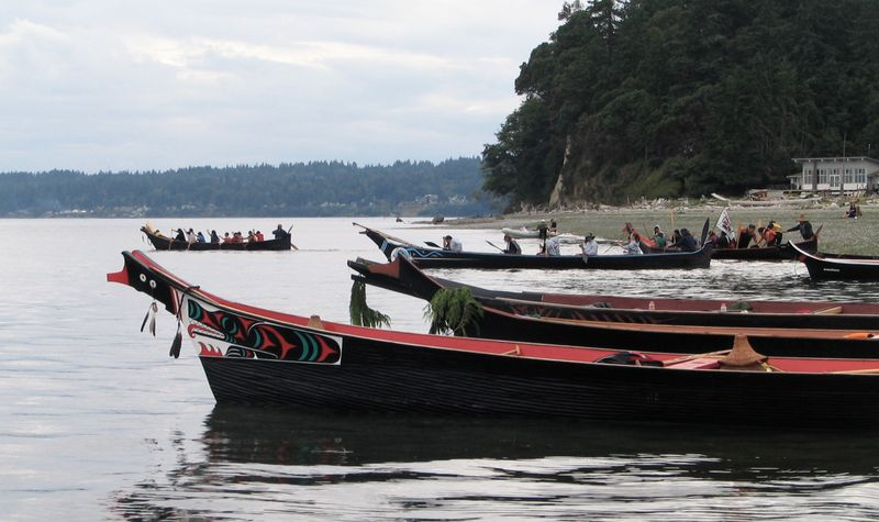 Salish canoes at Suquamish Triibal Journey 2006